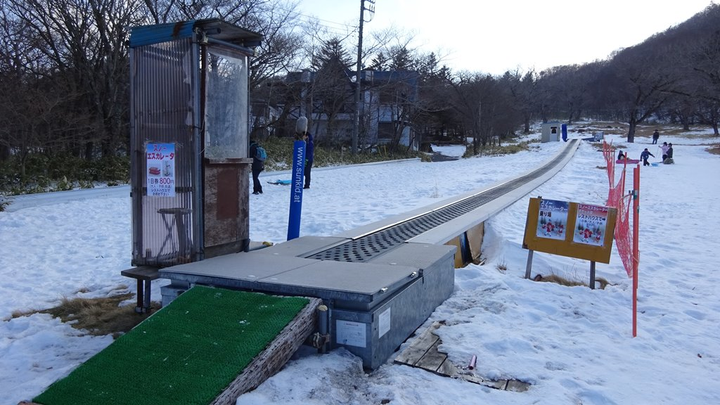 赤城山第1スキー場のスノーエスカレーター