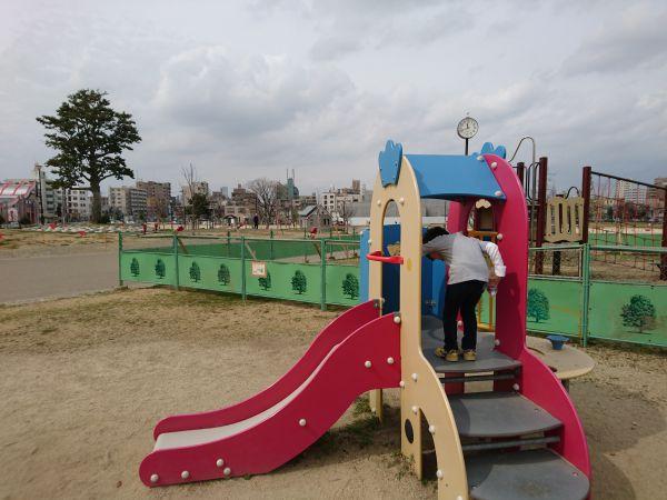 川名公園の工事中の遊具2