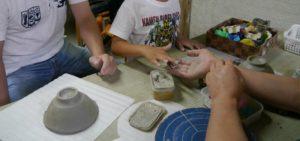 陶器の飾りつけ
