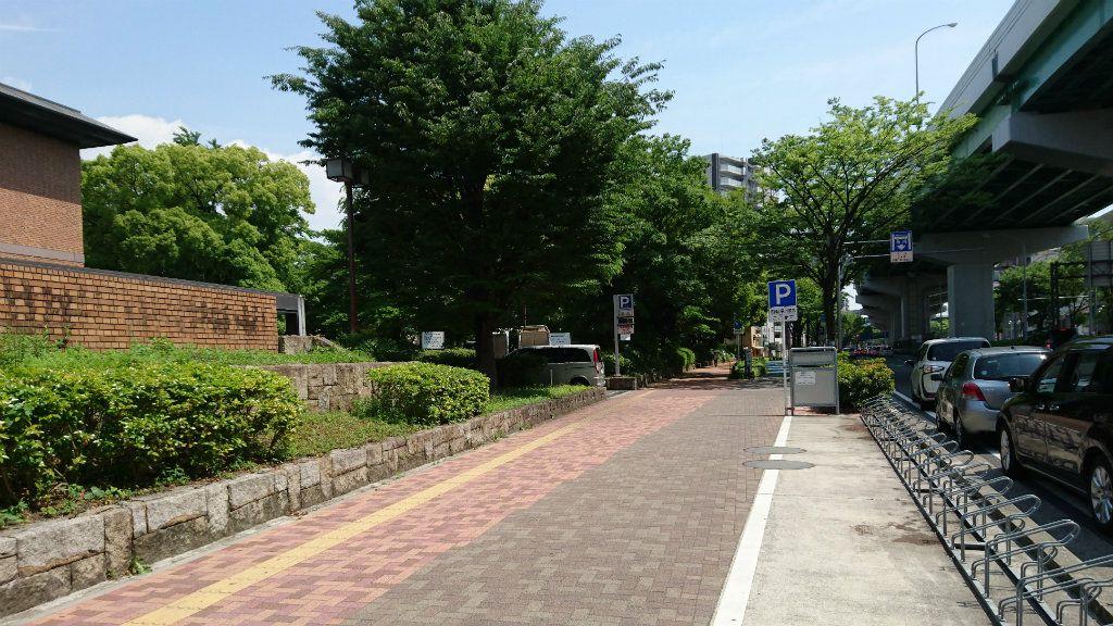 鶴舞中央図書館駐車場