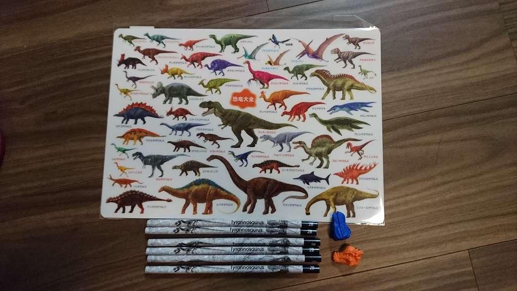 恐竜の下敷きと文具