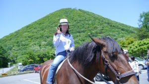 榛名湖で馬に乗る