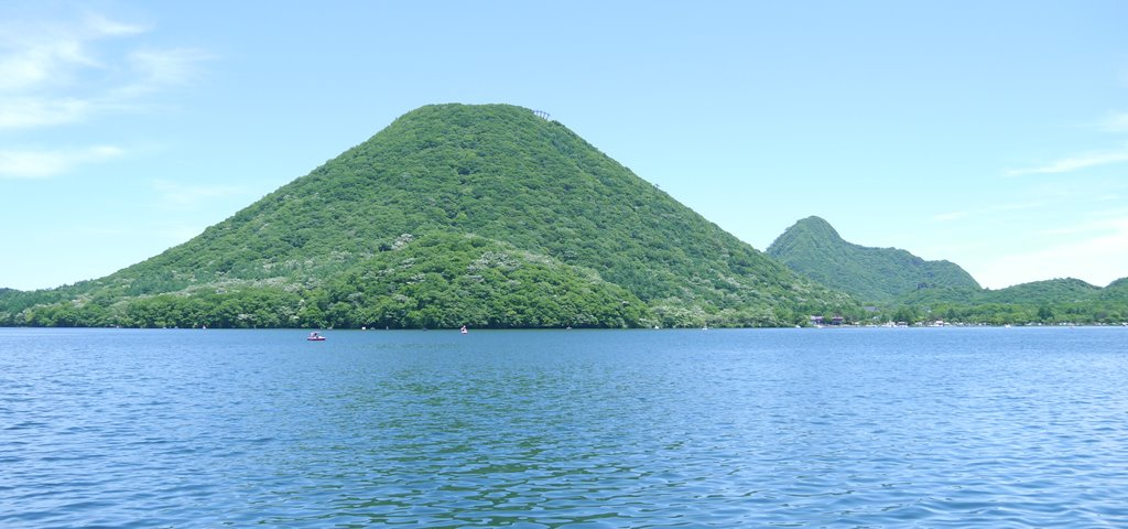 榛名富士(遊覧船 白鳥丸より)