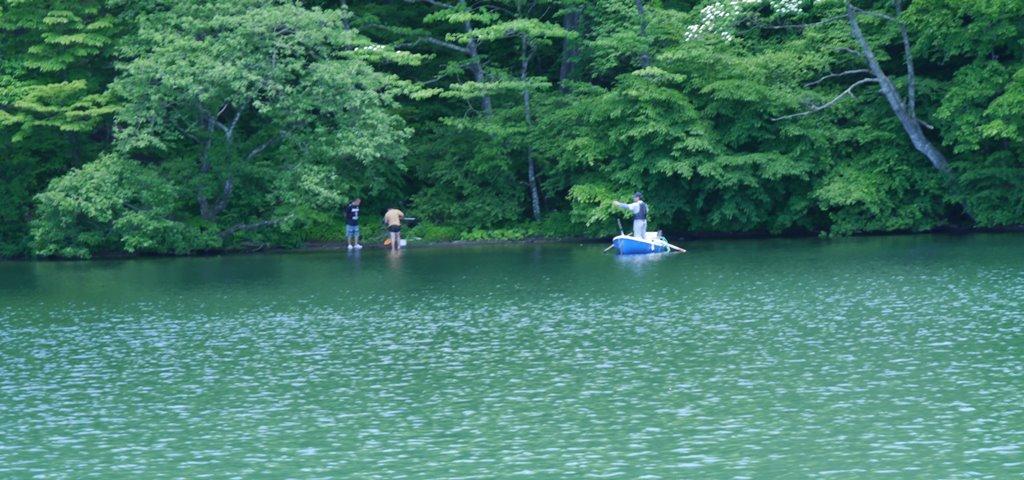 榛名湖で遊ぶ人たち