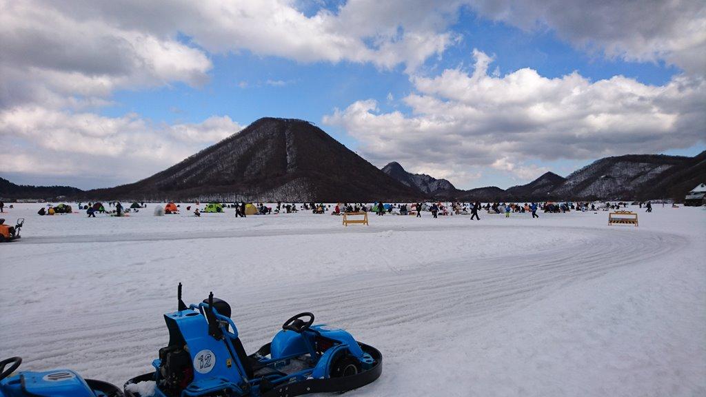 榛名湖氷上ゴーカートのカーブ