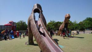 大高緑地 恐竜公園すべり台