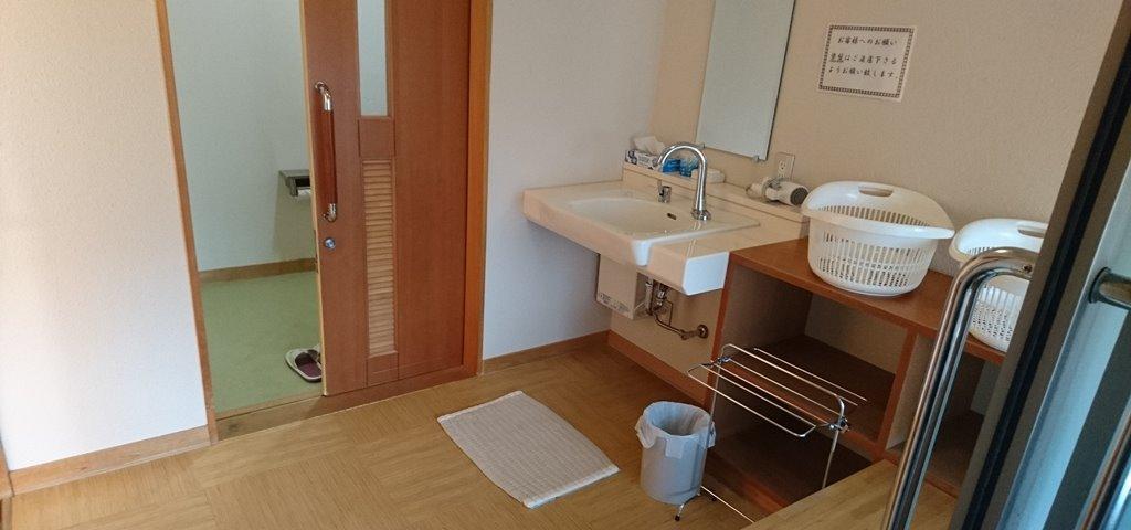 小野上温泉さちのゆ 個室の脱衣所