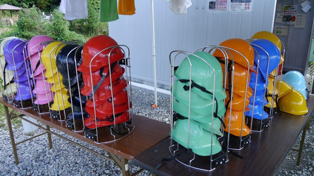 八ッ場ダム見学会のカラーヘルメット