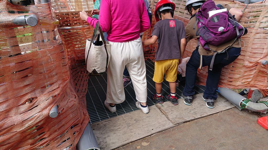 八ッ場ダム見学会の網状の床